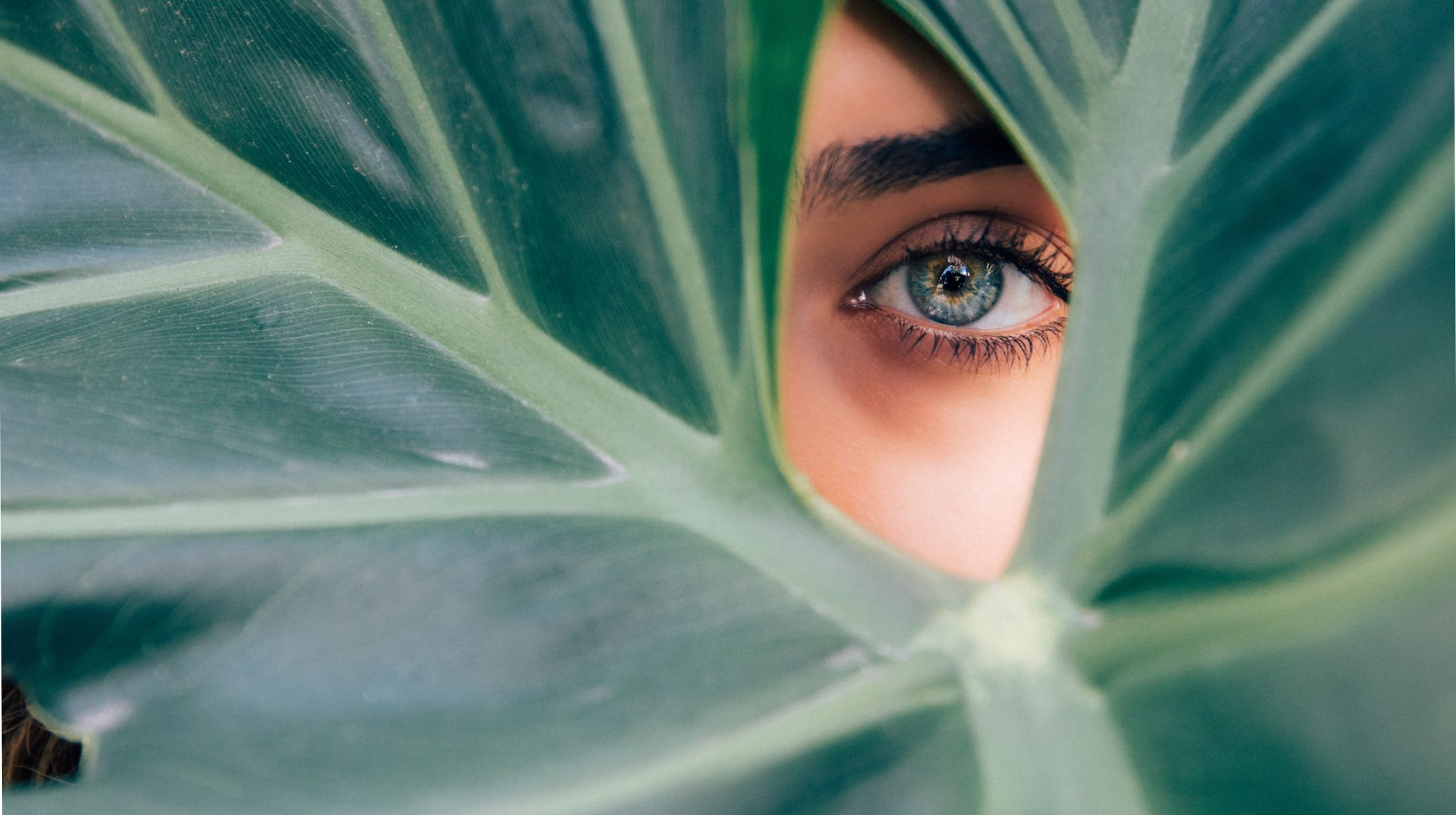 How to reduce puffiness and dark circles at home according to a skin expert